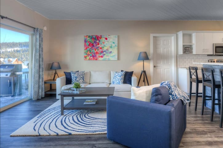 Remodeled 2 Bedroom Condo in Town Center w/ HOTTUB