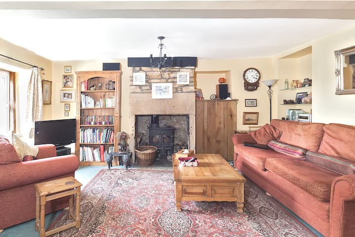 Easy access A303. Old village house with character