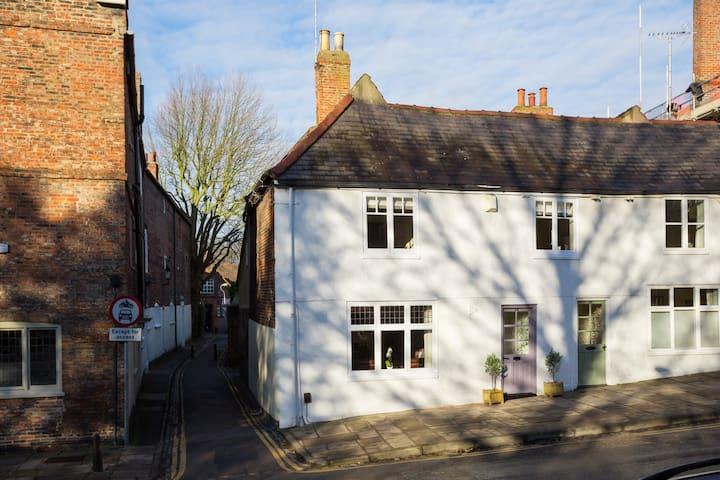 Gorgeous 300 yr old cottage,York - York - Casa