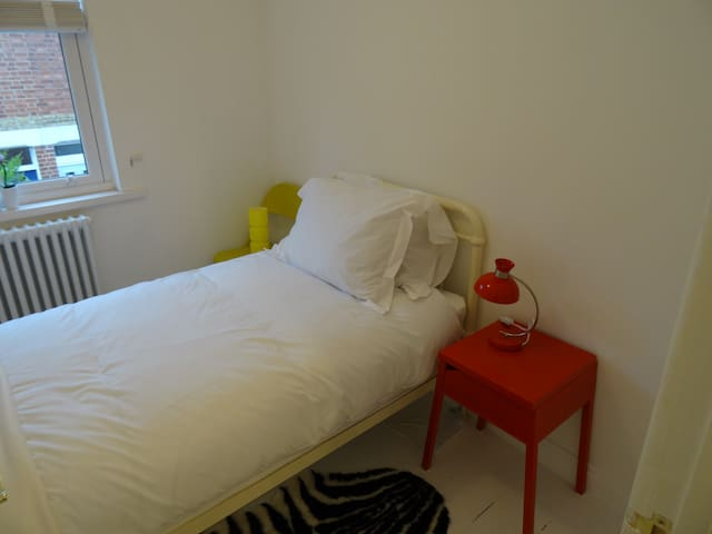 Central, Sunny, Single Bedroom.