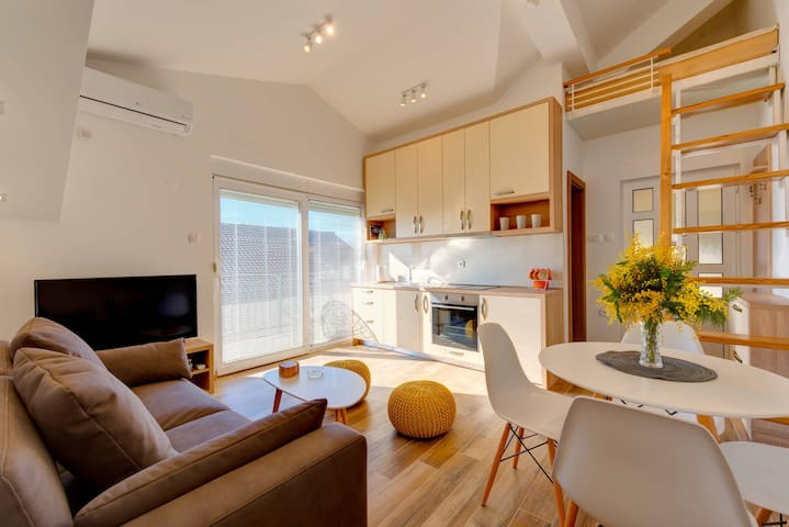42' North Beautiful Apartment with Partial View