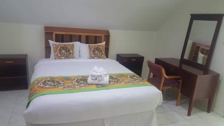 Malau Lodge:Queen Room, AirCond, Shared Bathroom