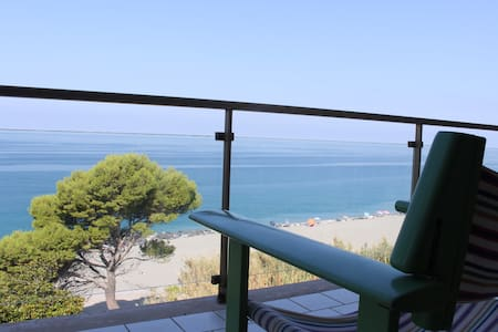 Great apartment in front of the sea - Longobardi Marina
