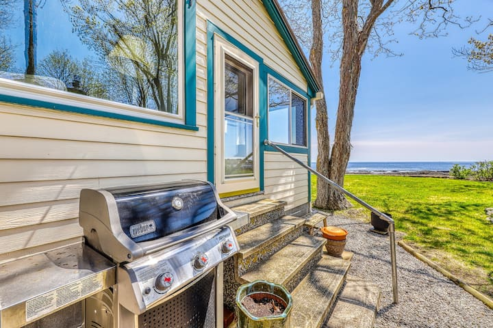 Two beautiful waterfront cottages w/ a firepit - walk to the beaches & town!