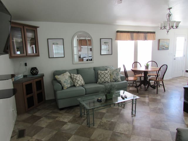229 Arizona Oasis Rental 2 Bed 2 Bath Sleeps 6