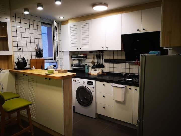 全新装修一居室 临近地铁次渠南 京东总部,湿地公园,全实木北欧风格密码锁,高清投影,智能马桶,游戏机