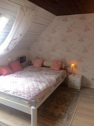 Hier schläft man mit Rosen