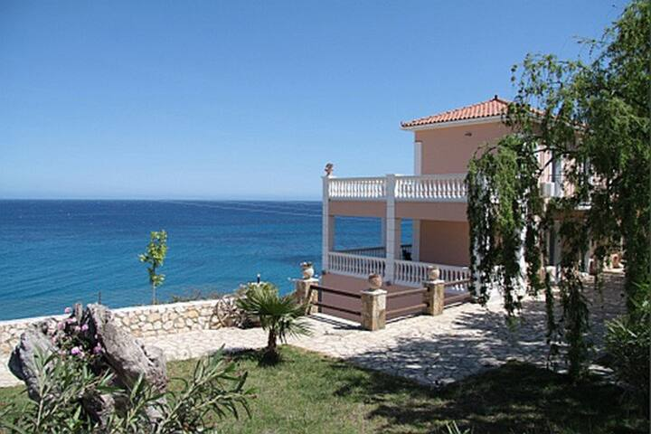 Skala, botique apartment on the sea