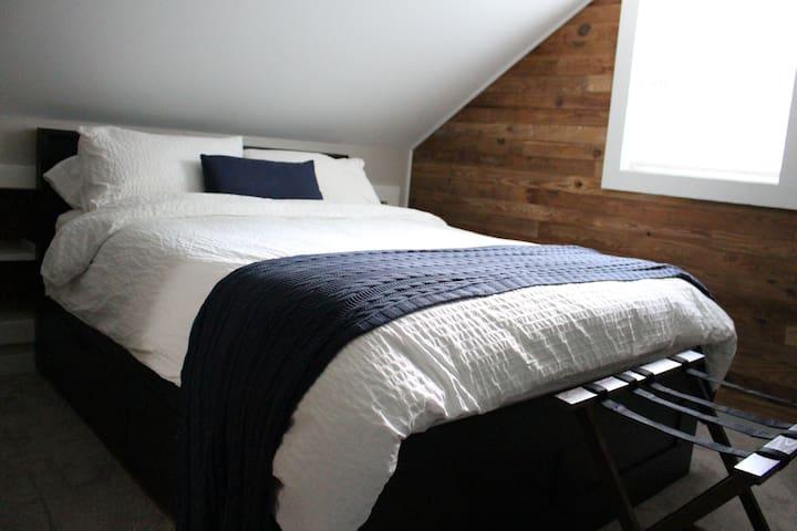Second floor queen bed room