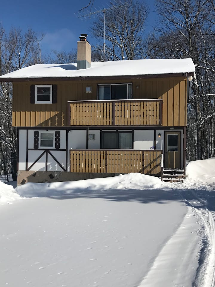 Ski Haus Chalet-Upstairs in Indianhead Village