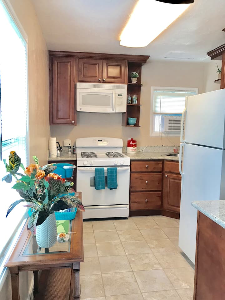 Private Cottage, WALK TO DOWNTOWN CAMPBELL!