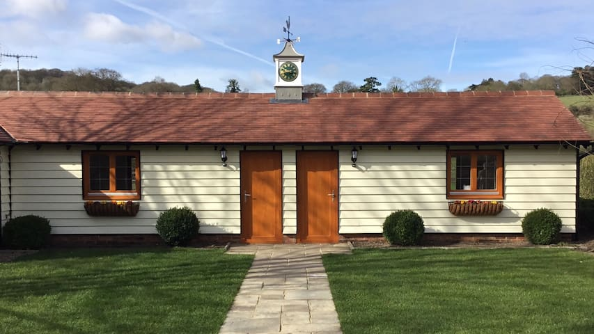 Handywater Courtyard 2 double rooms cottage - Lower Assendon - Bed & Breakfast