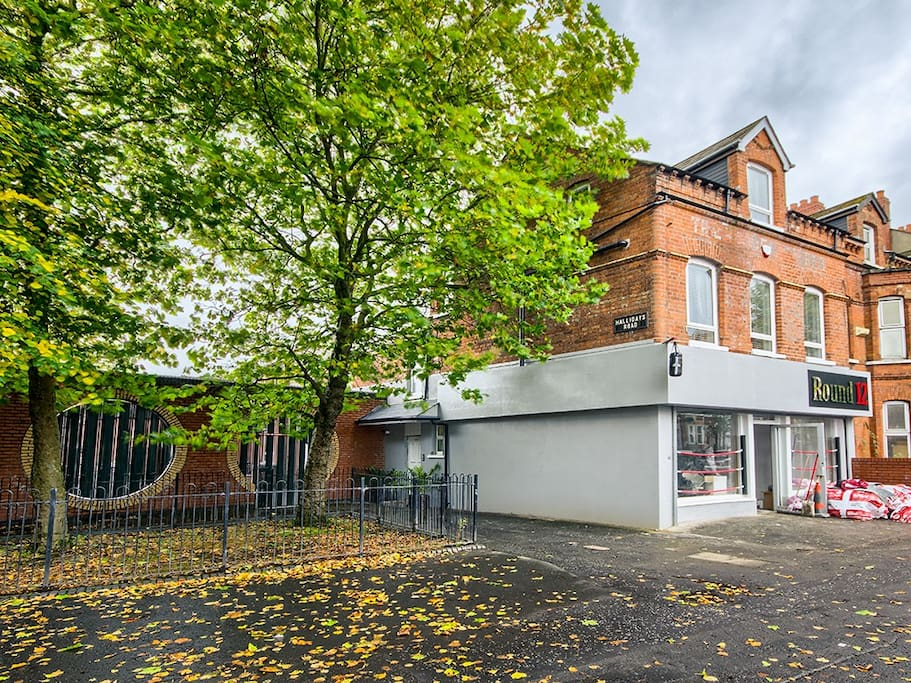 Apartment six bedrooms all ensuite on the beautiful tree lined Duncairn Gardens.