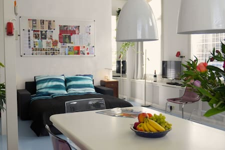 Sunny Studio at Canal (whole house at groundfloor) - Ámsterdam - Loft