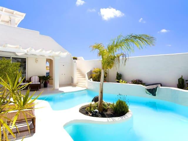 Villa Bougambilla with private pool