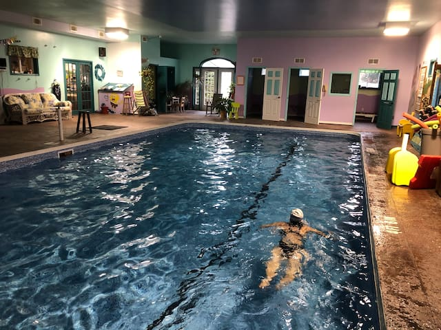 Large one bedroom,indoor pool ,gym covered patio