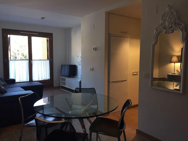 Apartamento con terraza Tuca Estrella 2+2 pax - Benasque - Leilighet