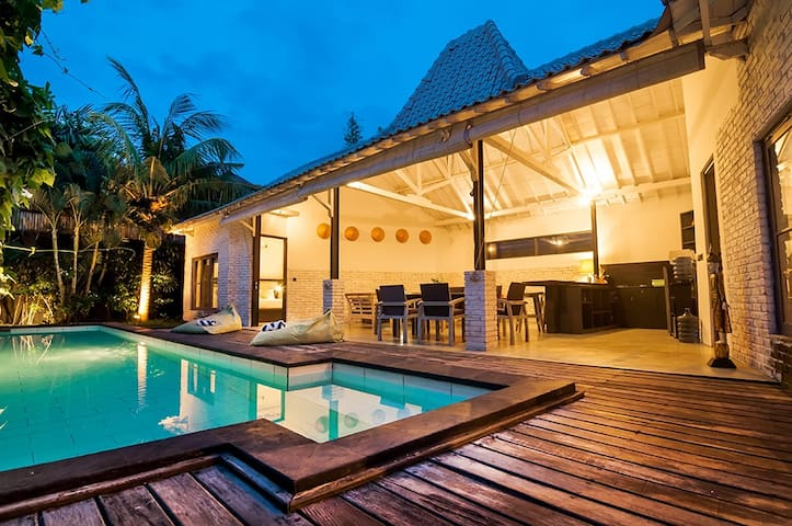 Villa Kazz 3 - pool walking distance to beach surf - North Kuta - Villa
