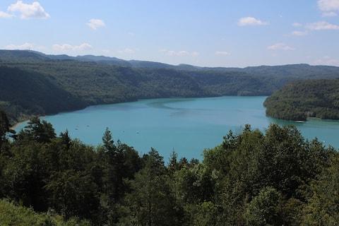 Escapada a la bellesa, vistes esplèndides al llac