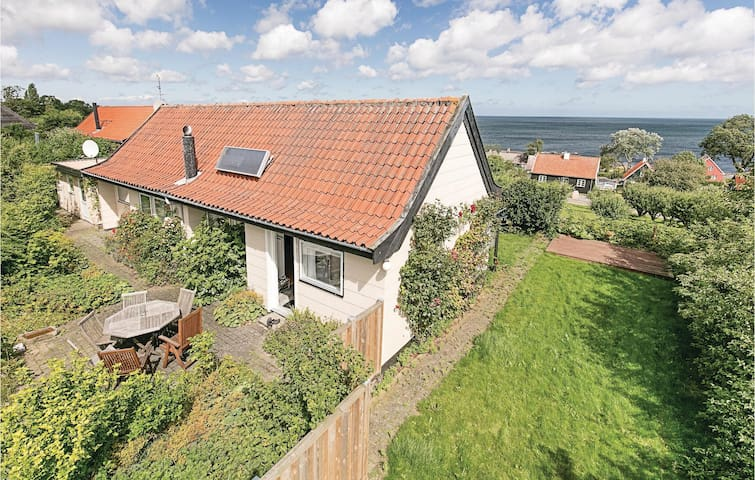 Holiday cottage with 3 bedrooms on 71m² in Svaneke