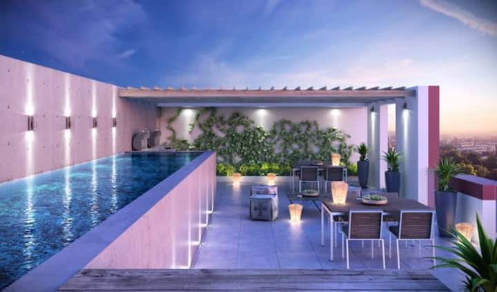 Paragon LUXE Modern Rooftop Pool