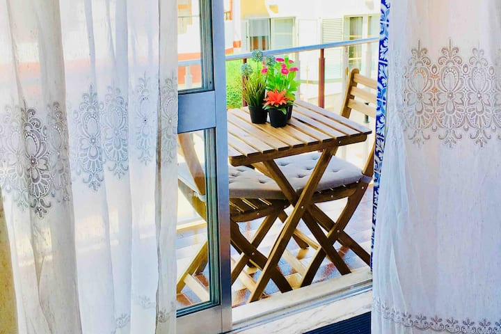 Double Room: Balcony, Breakfast. Casa dos Azulejos