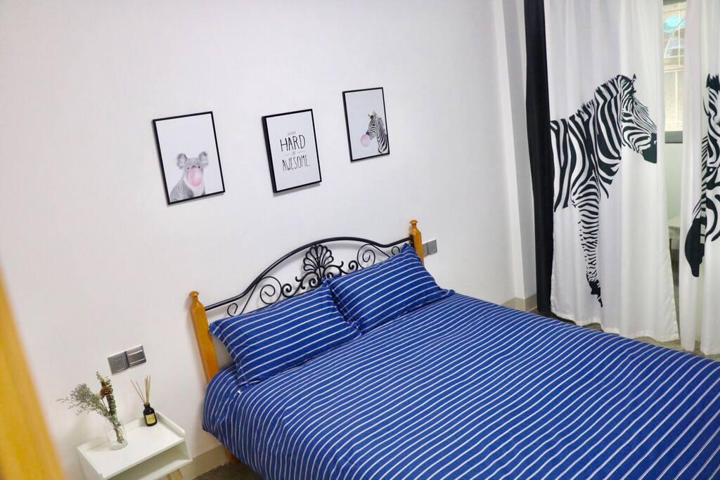 卧室1,斑马风格给卧室增添了很多律动