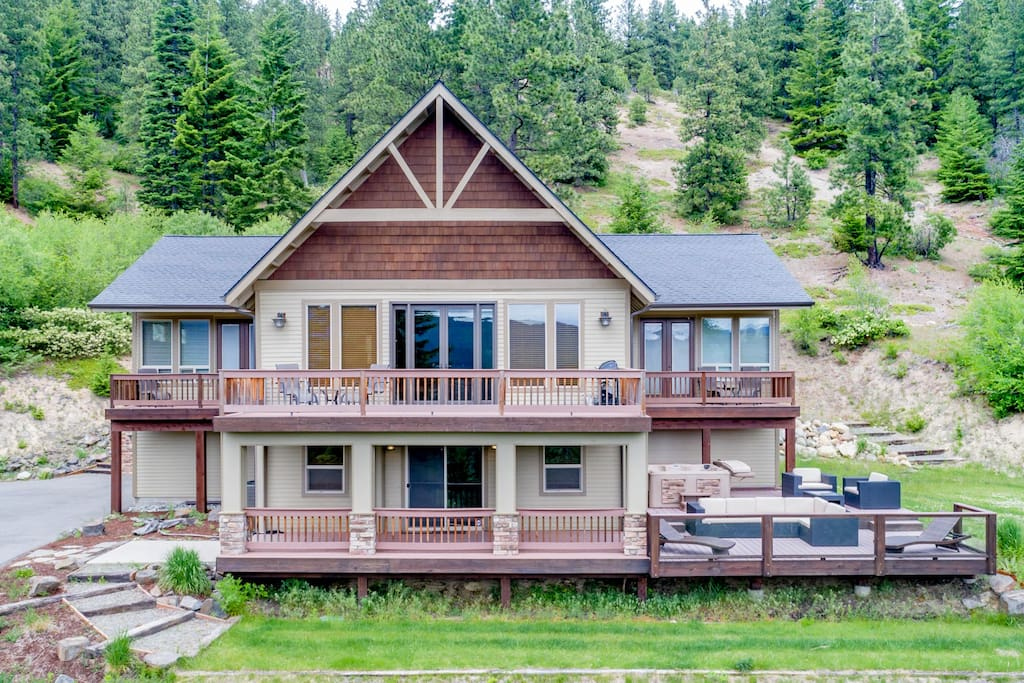Crest View Lodge is a top of the line vacation destination in the Lake Cle Elum area!