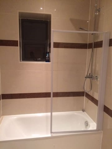 Bathroom / Sale de bain