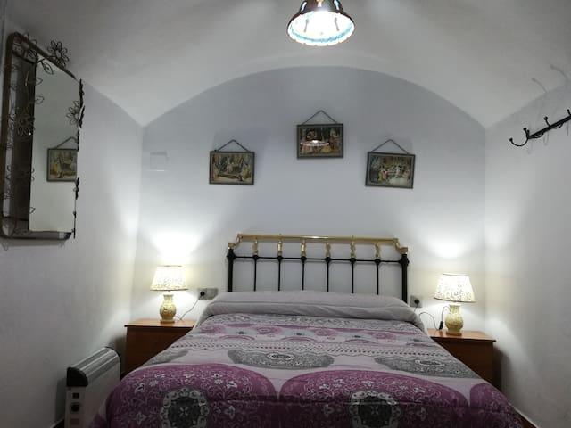 TRADITIONAL CAVE HOUSE. Cueva de 4 dormitorios