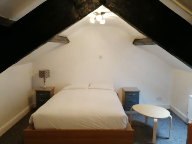 Attic Room | Comfortable and Traditional