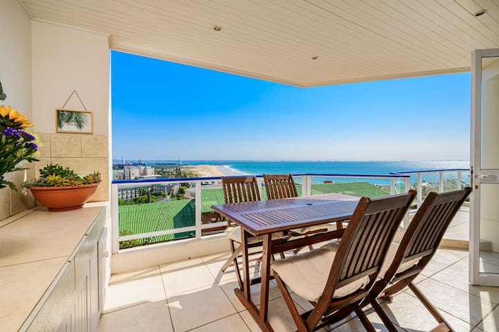 Breathtaking Sea View: Perfect location & safe.