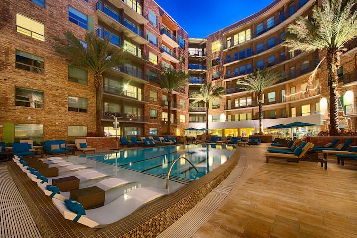 High-End Living @ the Heights! Pool, Gym, Parking!