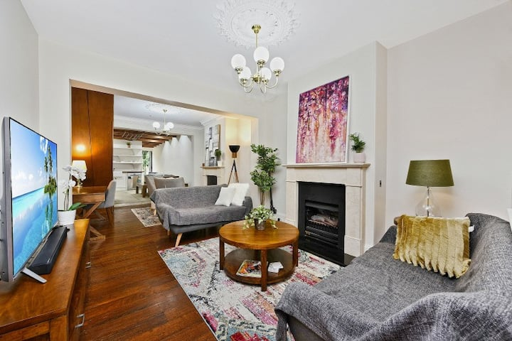 Stunning home close to city, rail and cafes