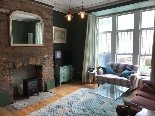 Lovely 4 bed Victorian family home in Zone 2