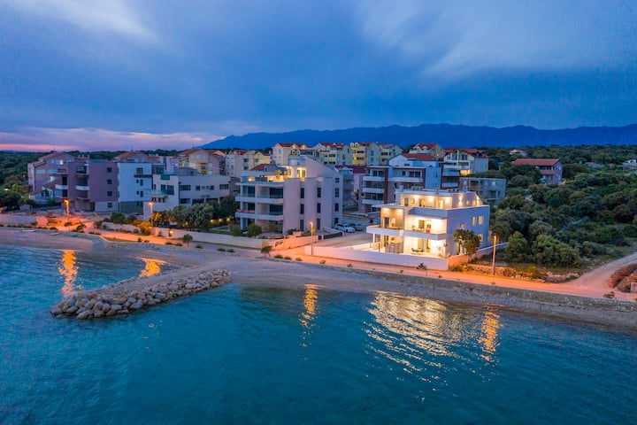 Villa Eni 1. luxury apartment with private pool