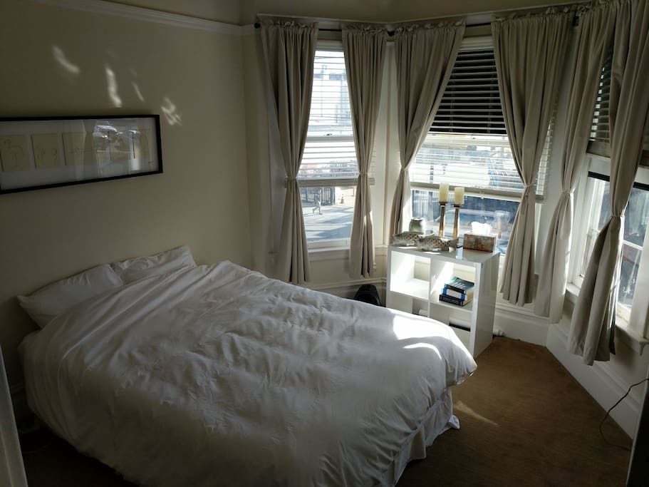 room overlooking Van Ness st.