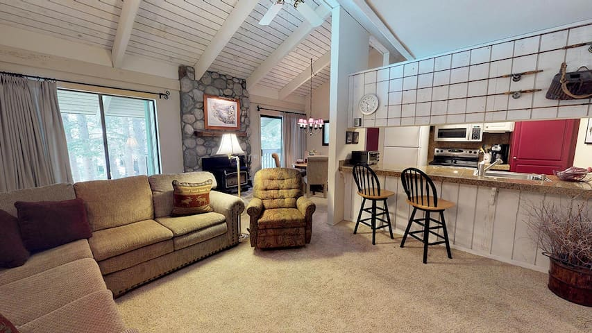 Mammoth Lakes Condo, Sleeps 6, Central in town!