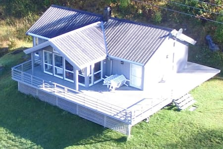 Spacious, bright and modern cabin - sea to summit. - Karlsøy - Cottage