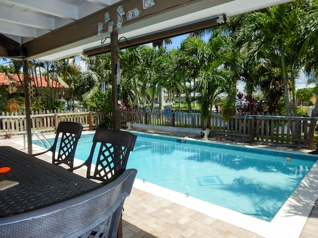 Cozy Gulf Access Heated Pool Home On Canal Florida - Cape Coral - Rumah