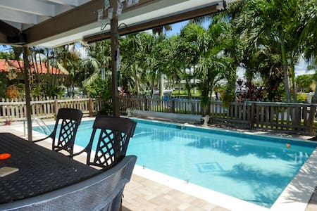 Cozy Gulf Access Heated Pool Home On Canal Florida - Cape Coral