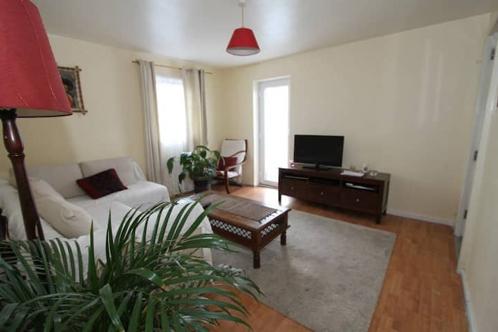 One bed  flat, great links to central london