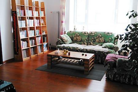 位于三孔景区周边的书香绿植充盈的家庭友好型公寓 - Jining Shi - Pis