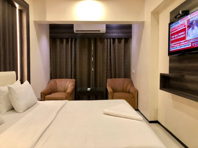 Hotel room near Shivneri Bus Stop Dadar