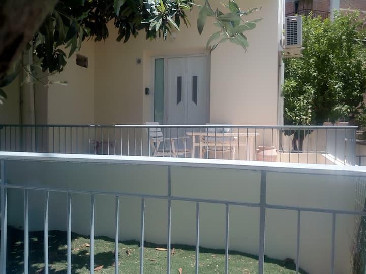 Το διαμέρισμα απέναντι από το πάρκο.