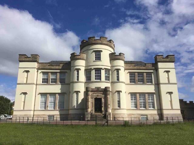 Tinto View: Historical Lanark Apartment
