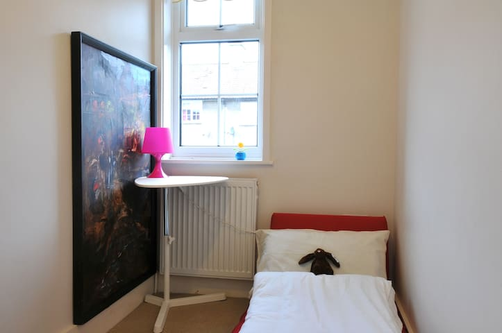 Clean & Cosy Single Room - London