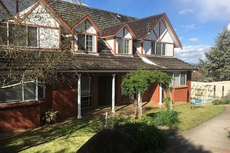 Central property close to town and Mount Panorama - Bathurst