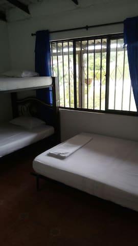 Habitaciones con ventilador. (Bedroom with fan)