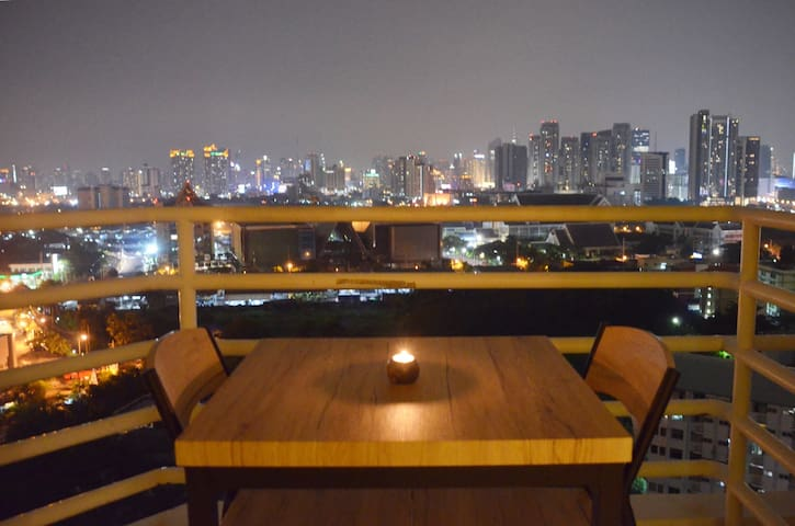 Amazing City View condo with Pool, Gym, fast wifi